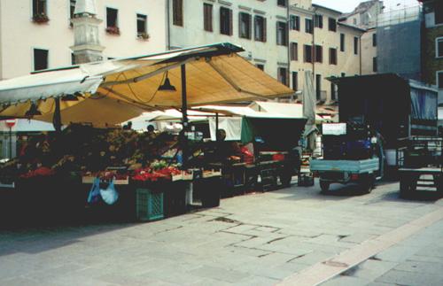 7/9/01, Market in Padua, Italy.