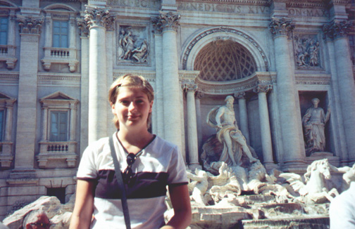 Katie Miller at Fontana di Trevi (Trevi Fountain).