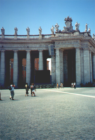 Papal p.a. system (black and gray speakers), Basilica di San Pietro (St. Peters)