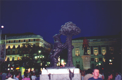 A symbol of Madrid: El oso y el madroño (the bear and the strawberry tree)