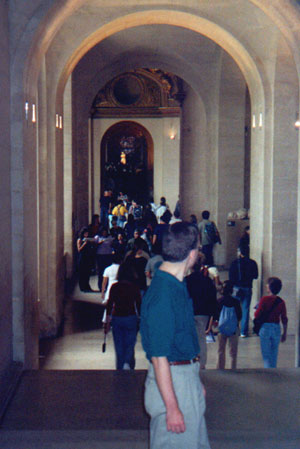 Hallway leading to the Venus di Milo (the white blob near the center) in the Lourve