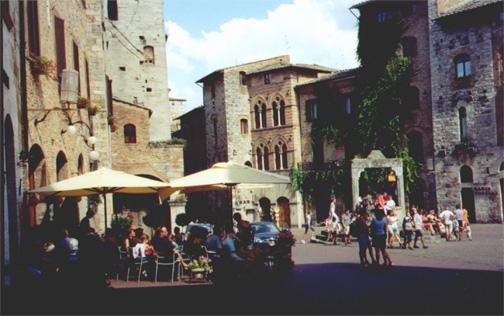 Piazza delle Cisterna in San Gimignano